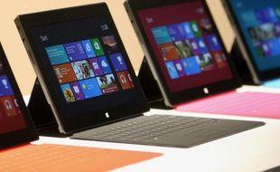 Microsoft a dévoilé deux modèles de tablette Surface, le 18 juin 2012, à Los Angeles. Une «cover» faisant office de clavier peut se clipper dessus.