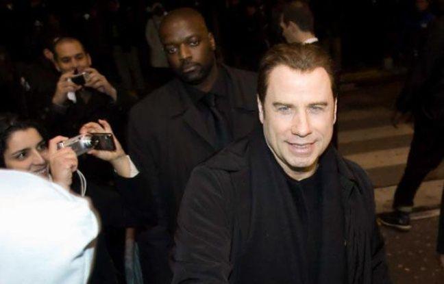 """L'acteur John Travolta arrive à l'avant-première de son dernier film """"From Paris with love"""", à  Rosny-sous-bois, le 9 février 2010."""