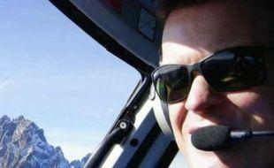 Roger Gower, un pilote d'hélicoptère britannique dont l'appareil a été abattu par des braconniers d'éléphants.