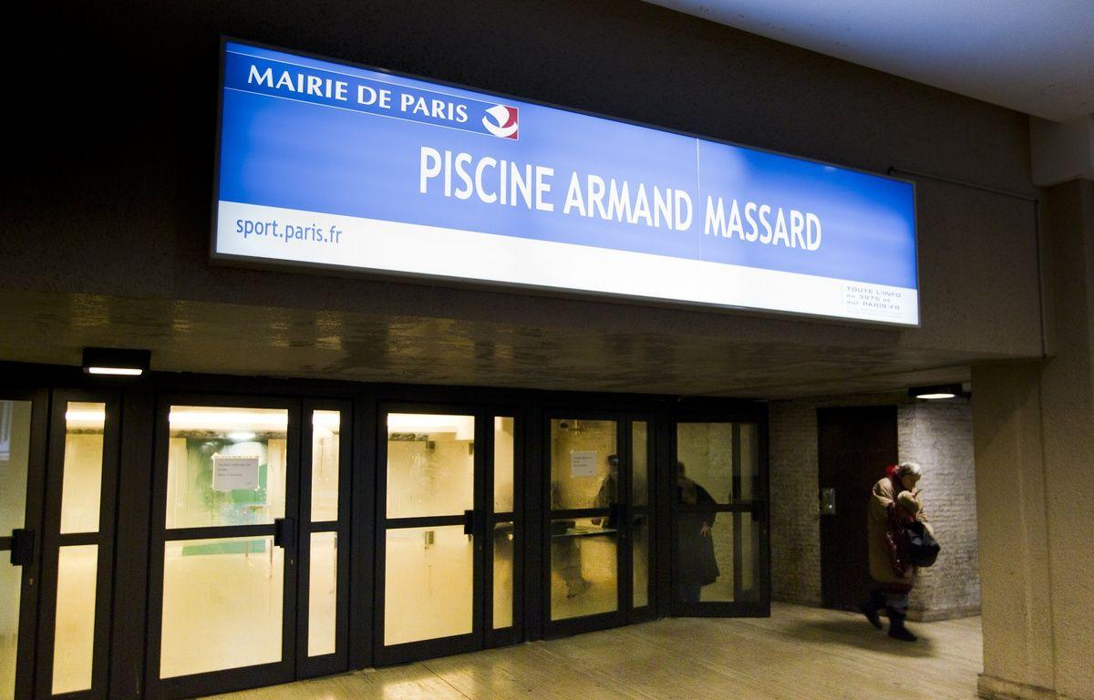 Le 25 fevrier 2013. Le mouvement de greve se poursuit chez les maitre-nageurs dans les piscines municipales parisiennes, comme ici a la piscine Armand Massard a Montparnasse. Leur fonctionnement est regulierement affecte le matin de 7h a 8h mais aussi sur le temps de la natation scolaire.    // PHOTO : V. WARTNER / 20 MINUTES – VINCENT WARTNER / 20 Minutes