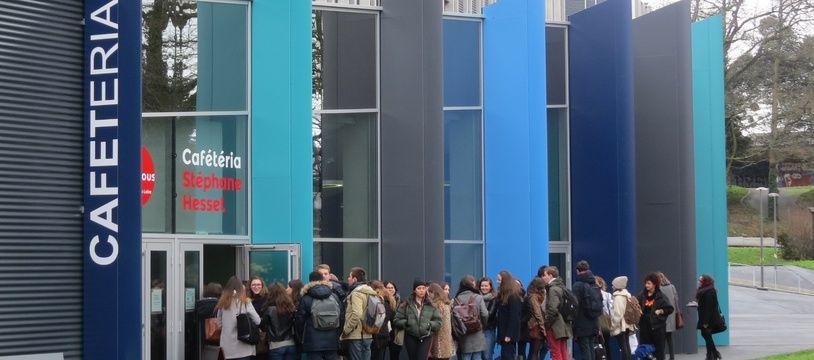 Affluence à la nouvelle cafet Stéphane Hessel sur le campus du Tertre à Nantes