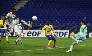 Maxwel Cornet a marqué du genou contre Sochaux.