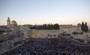 Dimanche 15 juin, des milliers de juifs se sont rassemblés à Jérusalem  pour prier pour la libération des trois isréaliens disparus depuis jeudi dernier.