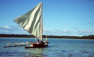 Une pirogue à balancier, en Nouvelle-Calédonie.