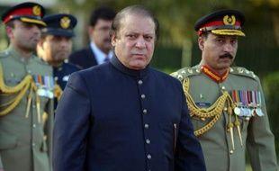 Les principaux partis politiques pakistanais se sont prononcés lundi pour des pourparlers de paix avec les rebelles islamistes talibans, qui ont en retour salué cette ouverture.