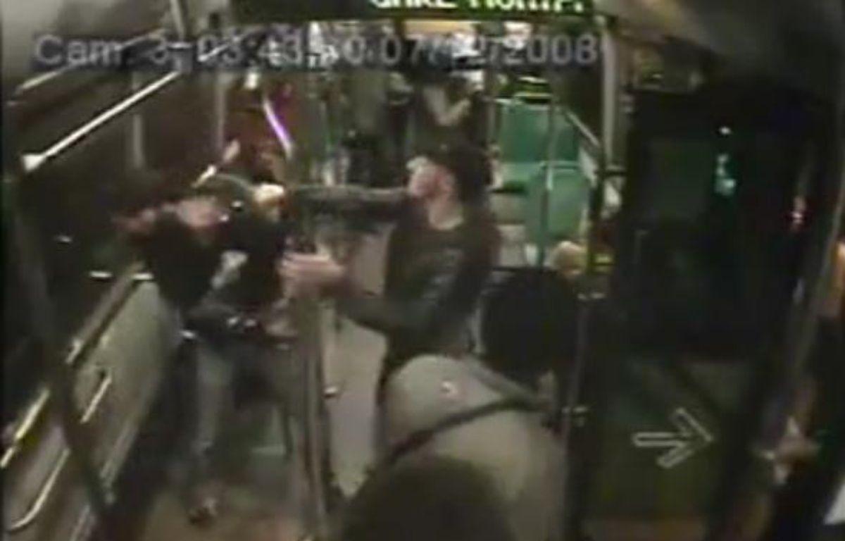 Capture d'écran de la vidéo qui montre une supposée agression dans un bus de nuit de la RATP – DR