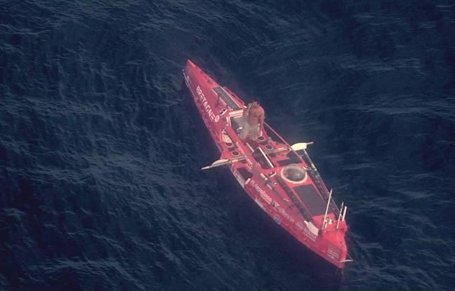 Un avion de la Marine nationale a survolé Guirec Soudée et son embarcation au large de la Bretagne le 25 septembre 2021.