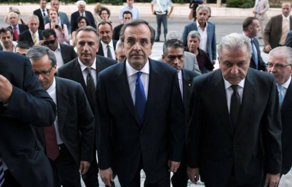 """Le Premier ministre conservateur grec Antonis Samaras s'est engagé jeudi à """"sortir le pays de la crise"""" à la tête du nouveau gouvernement d'union nationale, dont la priorité sera de rénégocier avec l'UE et le FMI le plan d'austérité. – Louisa Gouliamaki afp.com"""