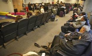Les 85 passagers insoumis ont attendu leur vol hier dans les salons de l'aéroport.