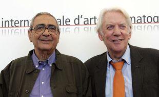 Donald Sutherland (droite) aux côtés de Giuseppe Rotunno (gauche) en 2005