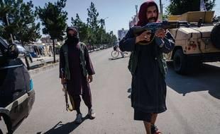Des talibans réprimant des manifestations, à Kaboul le 8 septembre 2021.