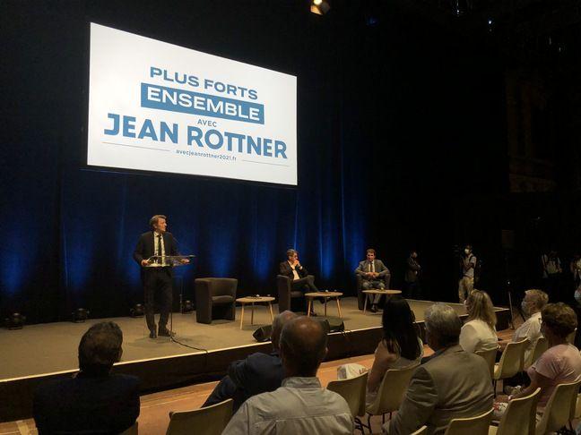 Le meeting de Jean Rottner (au milieu) à Troyes le 10 juin 2021, avec François Baroin (à gauche) et Christian Jacob (à droite).