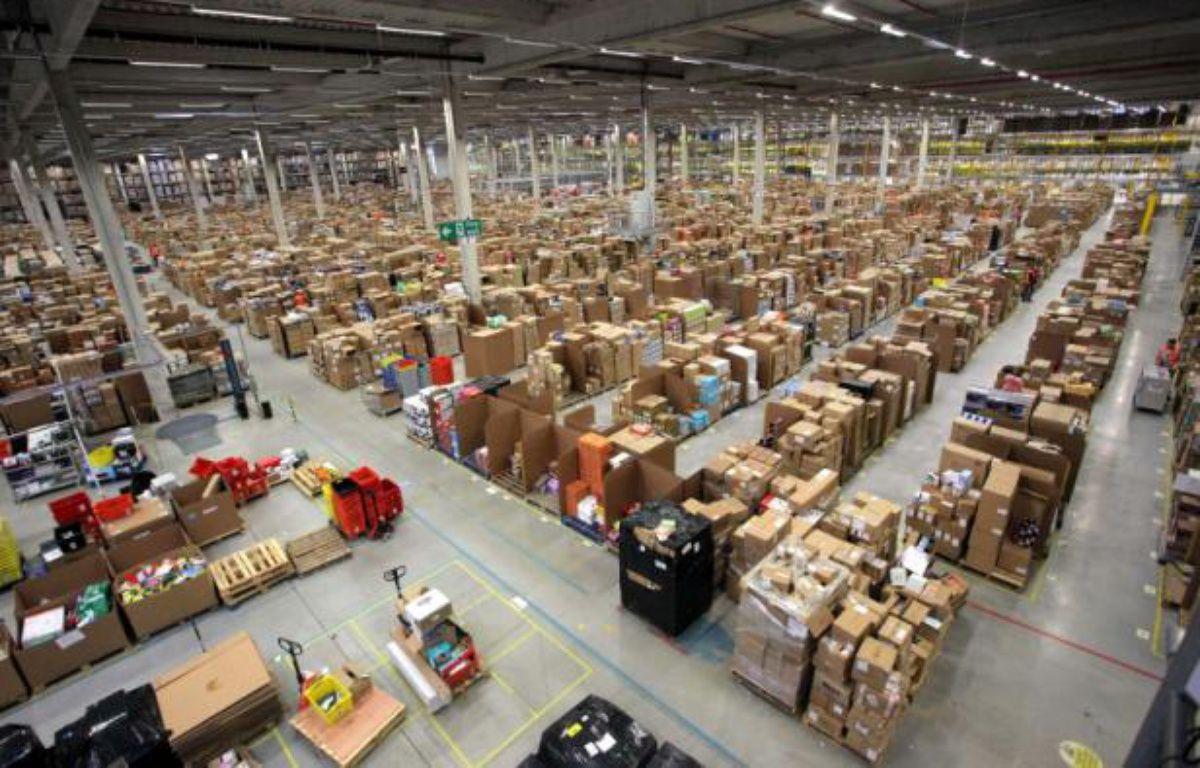 L'entrepôt d'Amazon de Swansea, au Royaume-Uni, est grand comme 10 terrains de foot. – REX FEATURES/SIPA