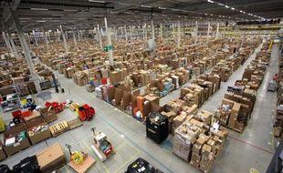 L'entrepôt d'Amazon de Swansea, au Royaume-Uni, est grand comme 10 terrains de foot.