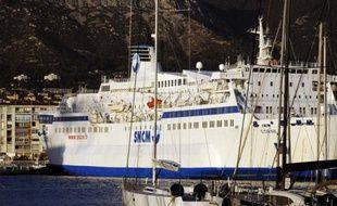 La remise en cause par la justice européenne des aides passées de la France à la SNCM, qui pourrait avoir à les rembourser, sont un nouvel écueil pour la compagnie maritime, déjà confrontée à des pertes, à une rude concurrence et aux incertitudes de la desserte publique de la Corse.
