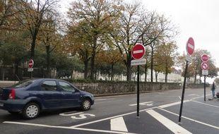 Le nouveau sens interdit est installé en haut du cours Saint-Pierre à Nantes
