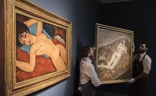 «Nu couché» d'Amedeo Modigliani (à g.), exposé à Londres en octobre 2015.