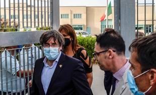 L'ancien président catalan Carles Puigdemont sort de prison vendredi 24 septembre 2021 en Sardaigne.