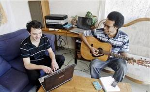 Maxime et Lud ont emménagé en novembre dans cet ancien logement d'instituteur.
