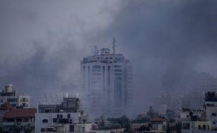 Des volutes de fumée sont visibles après un raid israélien dans la bande de Gaza, le 5 mai 2019.