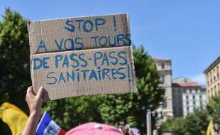 Lors d'une manifestation anti-pass sanitaire  à Marseille le 17 juillet.