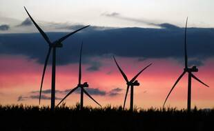 Un champ d'éoliennes à Conlie, près du Mans.