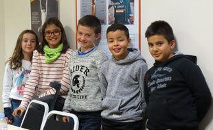 Lily-Rose, Jade, Alexie, Rayan et Yusuf, tous élèves à Nantes, ont participé à la consultation et au Livre Blanc de la Ligue contre le cancer pour améliorer la lutte contre les cancers.