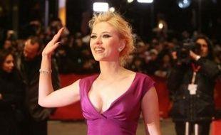 Les acteurs Scarlett Johansson et Ryan Reynolds sont fiancés, a indiqué lundi le porte-parole de la comédienne américaine.