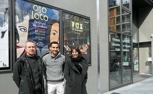 Bruno Thivillier, directeur du Méliès, et deux membres de Fa Sol Latino.