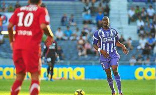 Blessé aux adducteurs en match amical au Togo, le défenseur du TFC rentre se soigner à Toulouse.