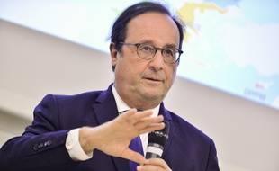 François Hollande a une nouvelle fois adressé quelques critiques à Emmanuel Macron à l'occasion de la réédition de son livre.