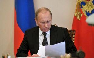 Le président russe Vladimir Poutine a nommé vendredi un ex-commandant de la guerre en Tchétchénie, Valéri Guerassimov, chef de l'état-major de l'armée pour remplacer à ce poste Nikolaï Makarov, quelques jours après le limogeage du ministre de la Défense Anatoli Serdioukov.