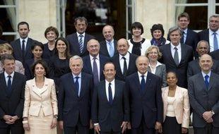 """Avant d'entrer dans le vif des sujets économiques et sociaux, l'exécutif, qui peut s'appuyer sur une majorité absolue à l'Assemblée, va procéder jeudi à un mini-remaniement pour compléter l'équipe gouvernementale de quelques maroquins, sans """"surprises"""" attendues."""