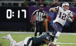 Brady échappe à un Eagle de Philadelphie