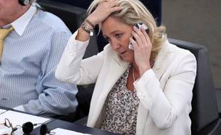 """La présidente du Front national, Marine Le Pen, pourra être poursuivie par la justice française pour ses propos assimilant les prières de rue des musulmans à une """"occupation"""", le Parlement européen ayant voté mardi la levée de son immunité."""