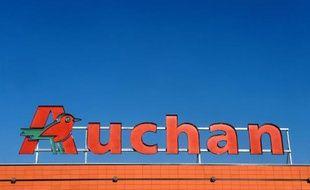 L'enseigne d'un supermarché Auchan dans le sud-ouest, en novembre 2013