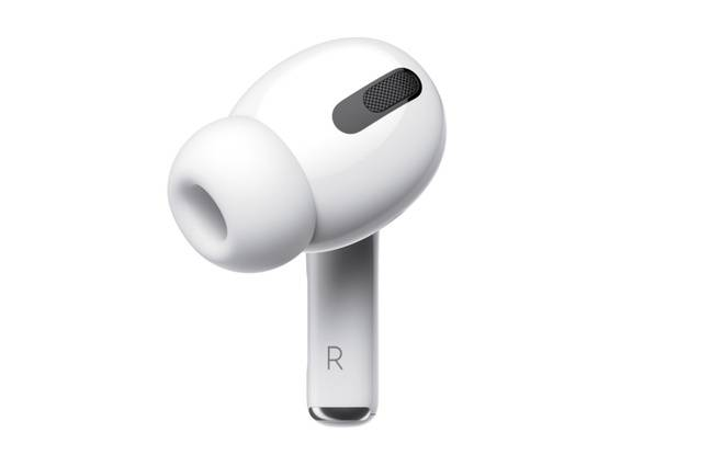 Chaque écouteur est équipé de deux micros et d'un bouton de commande.