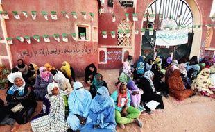 Des femmes effectuent un sit-in le 4 mars 2015 à In-Salah dans le Sahara algérien, contre l'extraction du gaz de schiste