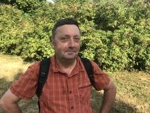 Xavier Japiot, expert naturaliste à la Mairie de Paris. Balade sur les traces des renards installés au bois de Vincennes, Paris, 12e.