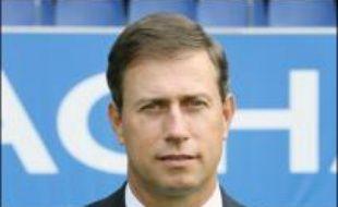 Le départ de la Juventus de Deschamps accrédite la thèse de sa possible arrivée à Lyon, mais Alain Perrin indique avoir été contacté par Jean-Michel Aulas, alors que son président Jean-Claude Plessis a laissé la porte entr'ouverte.