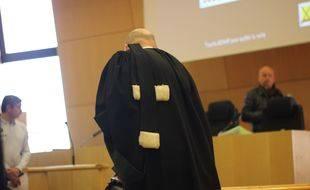 Illustration d'un avocat ici dans une salle d'audience du tribunal de grande instance de Rennes.