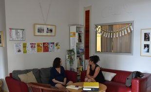 Margaux, une patiente et Alice, sage-femme au Calm, une maison de naissance à Paris, dans l'hôpital des Bleuets.