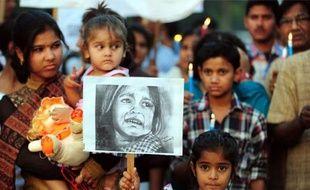 Une fillette de quatre ans est décédée en Inde deux semaines après avoir été violée par un suspect de 35 ans, dernier épisode d'une longue série qui a choqué l'Inde et mis un coup de projecteur sur les violences faites aux femmes dans ce pays, a-t-on appris de source médicale.