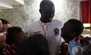 Le défenseur de l'OGC Nice Malang Sarr est parrain de l'association Adam.