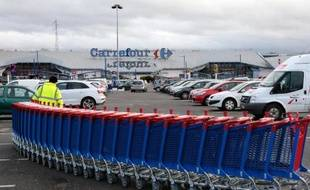 Un supermarché Carrefour à Villiers-en-Bière, près de Paris