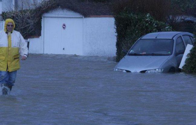 Les digues n'ont pas pu retenir la montée des eaux.