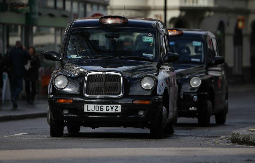 Google : Un chauffeur de taxi londonien condamné à une amende pour avoir appelé son entreprise « Goooglie Cars »