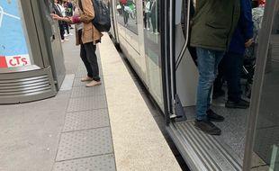 Illustration. Dans le tram. Strasbourg le 22 octobre 2019.
