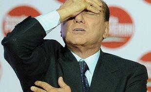 Le président du Conseil italien Silvio Berlusconi réagit pendant un meeting politique à Rome, le 26 mars 2010.