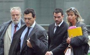 Une confrontation entre Jérôme Kerviel, le trader soupçonné de falsifications ayant coûté près de 5 milliards d'euros à la Société Générale, et son ancien assistant a débuté mercredi matin au tribunal de Paris, a-t-on appris de sources proches du dossier.